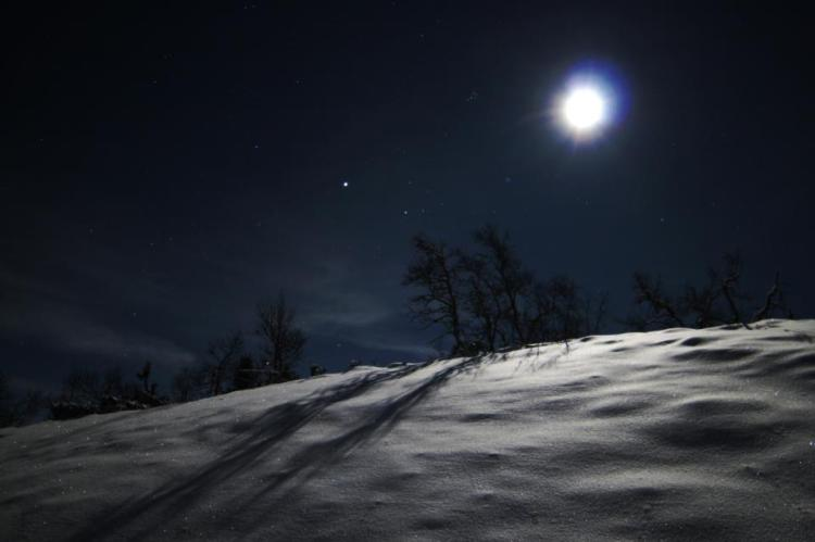 moon-on-snow